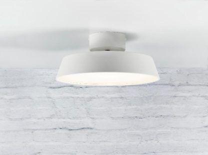 biała lampa sufitowa, nowoczesny design, mleczny dyfuzor