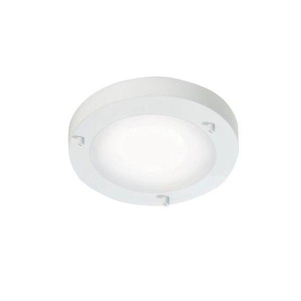 biały plafon ze szklanym kloszem, styl marynistyczny