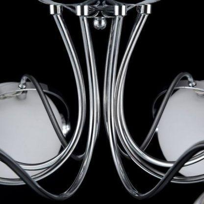 srebrny żyrandol sufitowy w stylu nowoczesnym