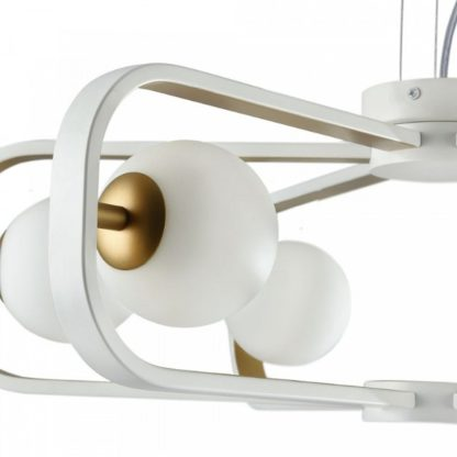 biało-złoty żyrandol nowoczesny ze szklanymi kulami