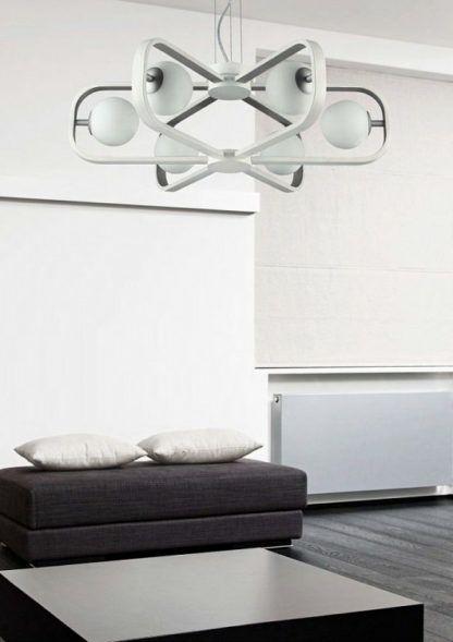 biało-srebrny żyrandol nowoczesny - aranżacja salon