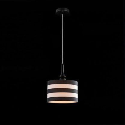 biało-czarna lampa wisząca z abażurem