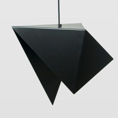 czarna, metalowa lampa wisząca