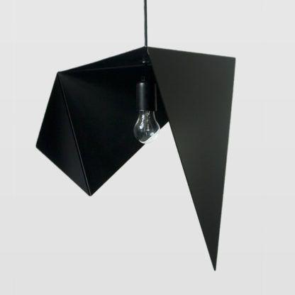 metalowa lampa wisząca, czarna, asymetryczny klosz, powyginany metal