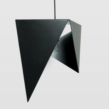 metalowa lampa wisząca, geometryczna forma