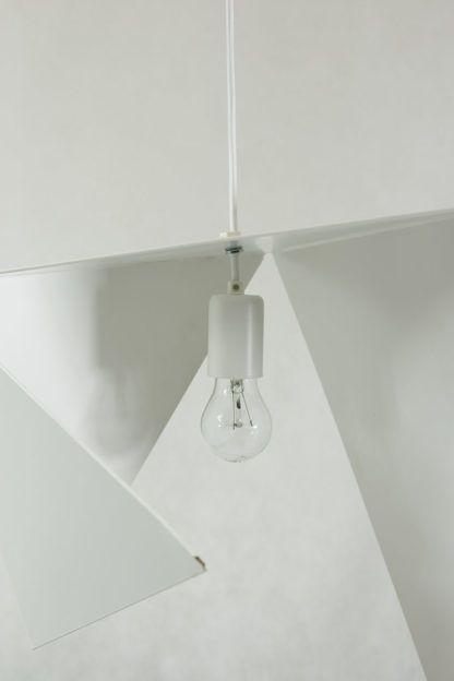 nowoczesna, designerska, biała lampa wisząca z metalowej płyty