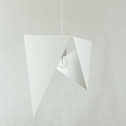 biała,metalowa lampa wisząca
