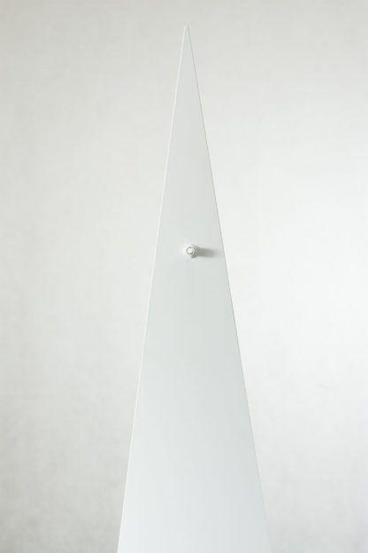 metalowa lampa podłogowa, cała biała, futurystyczna