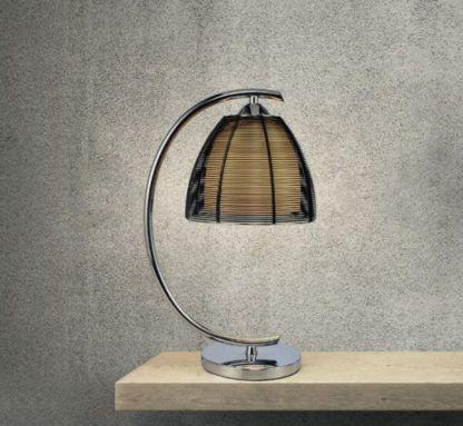 zaokrąglona lampa stołowa srebrna z czarnym kloszem przepuszczającym światło