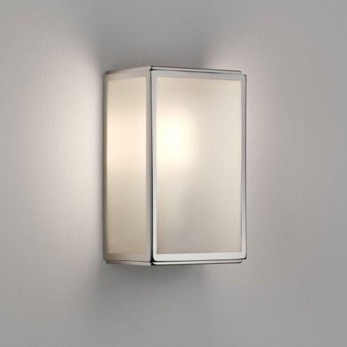 srebrny kinkiet z mlecznym, szklanym kloszem, zewnętrzny, wbudowany czujnik ruchu