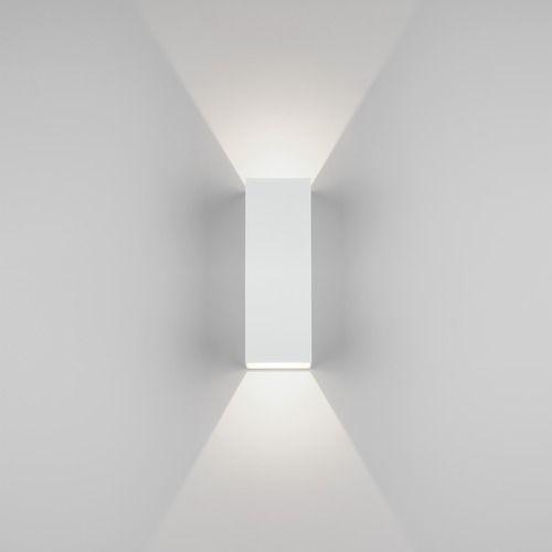 biały kinkiet do dekoracyjnego oświetlenia, nowoczesny design, geometryczny kształt