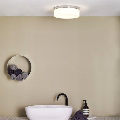 okrągła lampa sufitowa, mleczne szkło, srebrna podstawa, okrągła