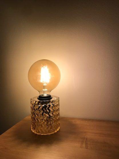 szklana lampa na żarówkę edisona