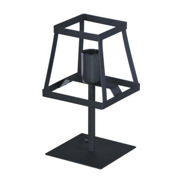 czarna lampa stołowa z ażurowym kloszem z metalu