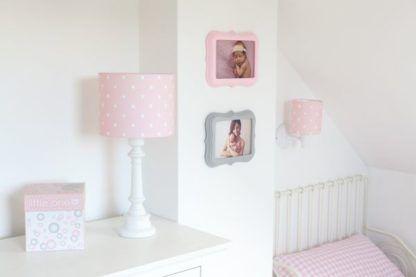 pokój dziewczynki lampy w białe kropeczki