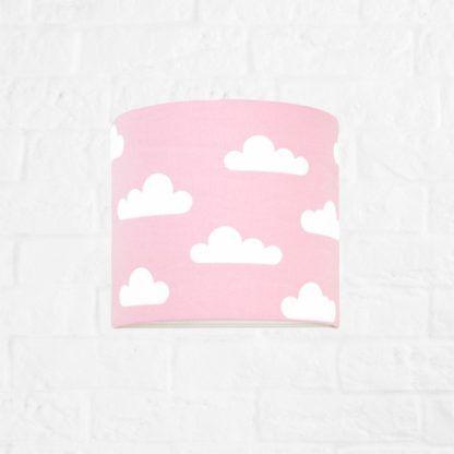 Delikatny kinkiet Young - różowy abażur w białe chmurki