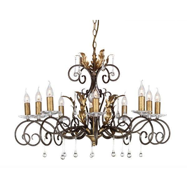 duży, złoty żyrandol w stylu klasycznym