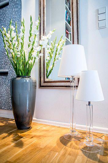 Szklana lampa Little Fjord - bezbarwna podstawa, biały abażur