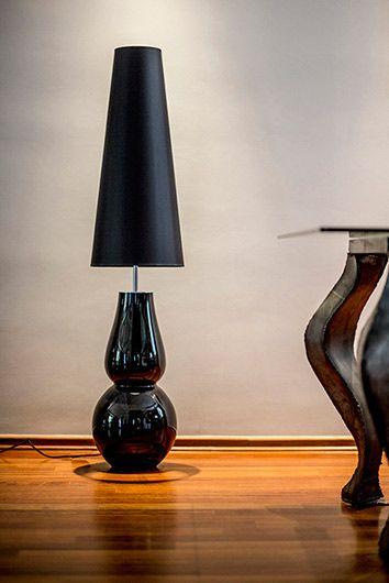 Oryginalna lampa stołowa Milano Black - wysoki abażur, szklana podstawa