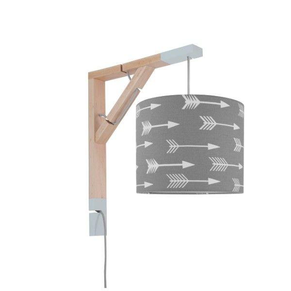 drewniany kinkiet z szarym abażurem w białe strzałki