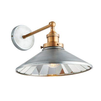 industrialna lampa z szerokim kloszem z lustrem wewnątrz