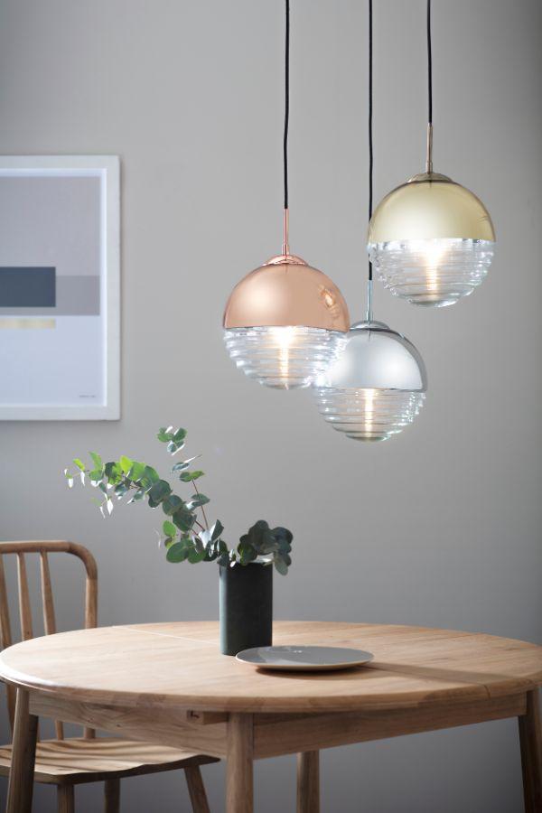 Złota lampa wisząca Paloma – okrągły klosz ze szkła i z metalu, nowoczesna