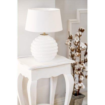 biała lampa stołowa aranżacja salon