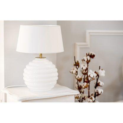 biała lampa stołowa hamptons