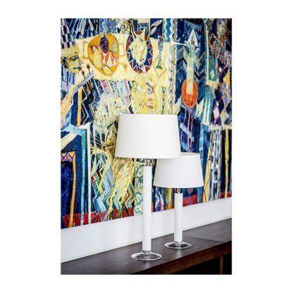 biała lampa stołowa ze szkła