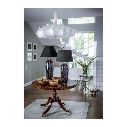 szklana lampa stołowa salon aranżacja