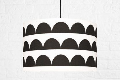 geometryczna lampa wisząca z abażurem black&white młodzieżowa