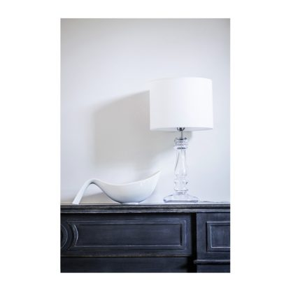 transparentna lampa stołowa z abażurem