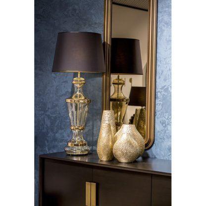 wysoka szklana lampa do salonu aranżacja