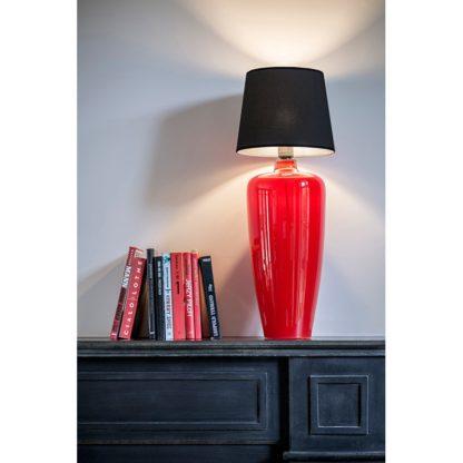 czerwona lampa stołowa ze szkła