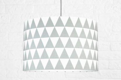 lampa wisząca w szare trójkąty