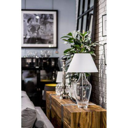 lampa stołowa bezbarwna z abażurem aranżacja salon