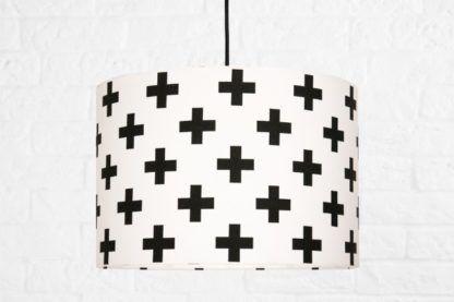 lampa wisząca biała w czarne plusy