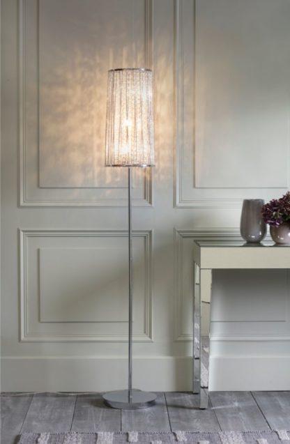lampa podłogowa kryształowym kloszem