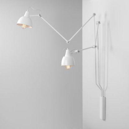 Designerska lampa ścienna Aida - dwa regulowane ramiona, białe klosze