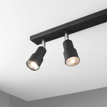 czarna lampa sufitowa z reflektorami chrom