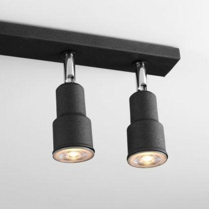 czarna lampa sufitowa, regulowane reflektory