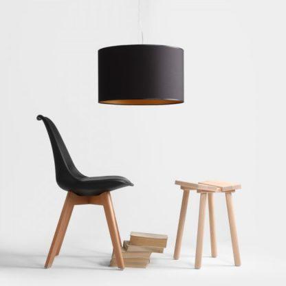 okrągła lampa wisząca z z czarnym abażurem