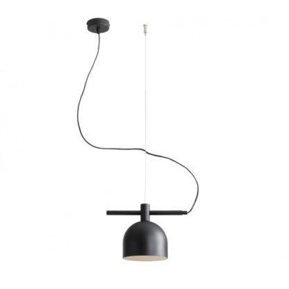 czarna lampa wisząca z metalowym kloszem