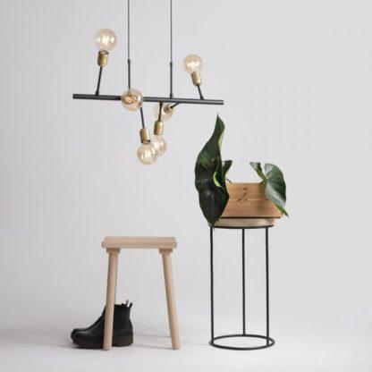 designerska lampa wisząca z metalu