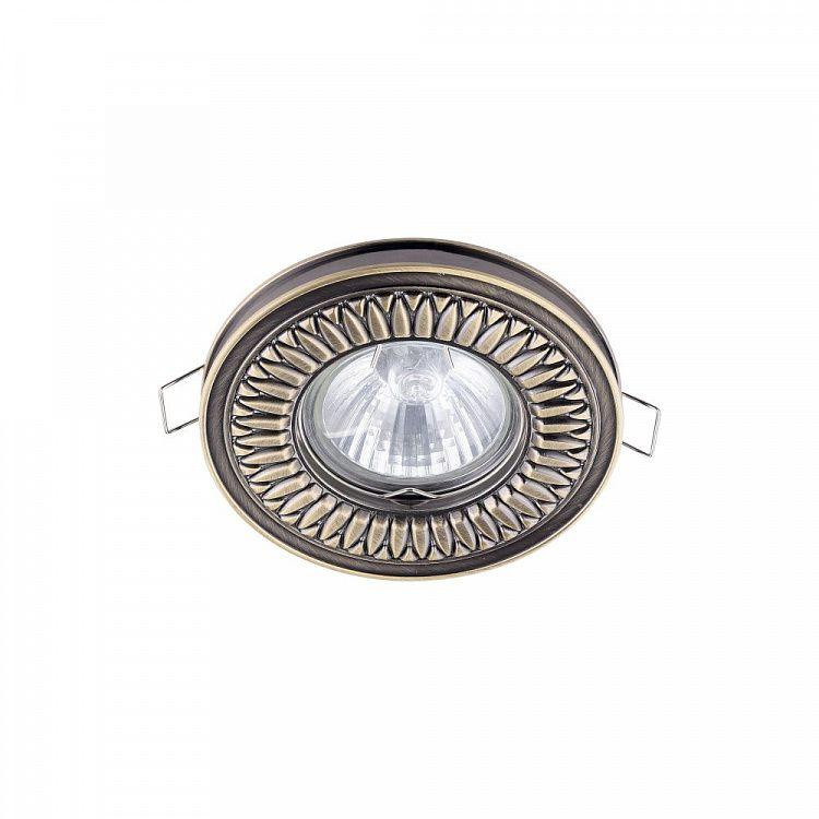 klasycznie dekorowane oczko sufitowe