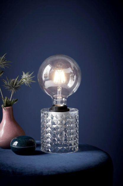 szklana mała lampa stołowa