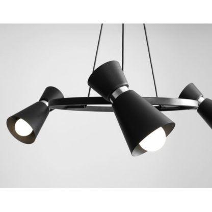 okrągła lampa wisząca z regulowanymi reflektorami