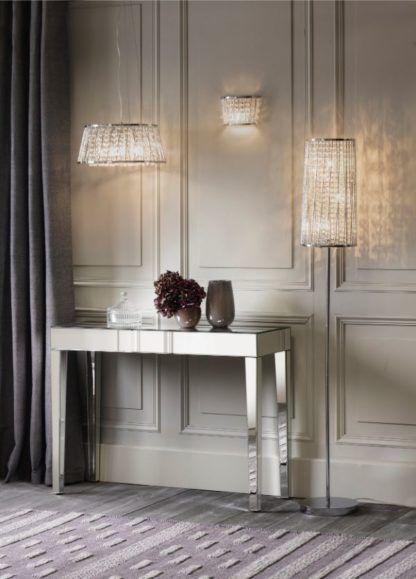 kryształowe lampy w salonie aranżacja