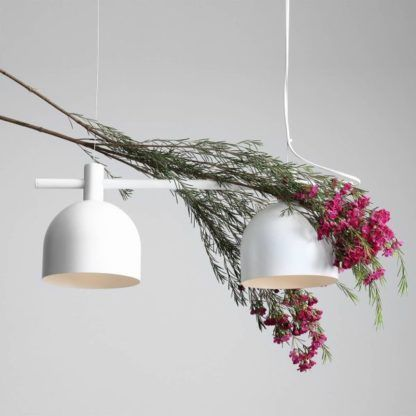 biała lampa wisząca dwa klosze