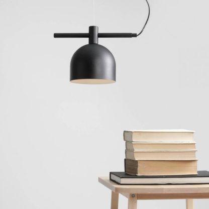 czarna lampa wisząca do gabinetu